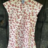 camicia bottoni cotone bio fiori rossi fronte 1