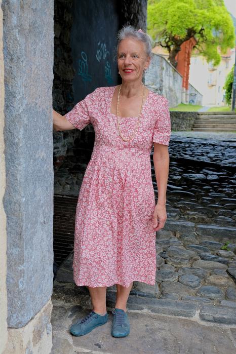 vestito bottoni davanti cotone bio rosa a fiori fronte 2 finale